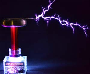 Tesla Coil At MicroMetl